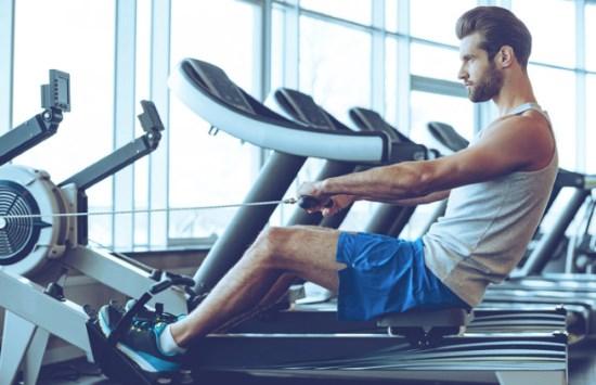 Med en Roddmaskin tränar du kondition och styrka.